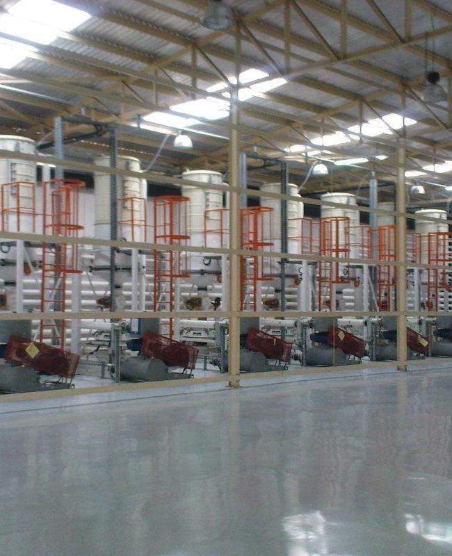Βιομηχανικοί φυσητήρες αερομεταφοράς σιμιγδαλιού σε βιομηχανία ζυμαρικών στη Νιγηρία