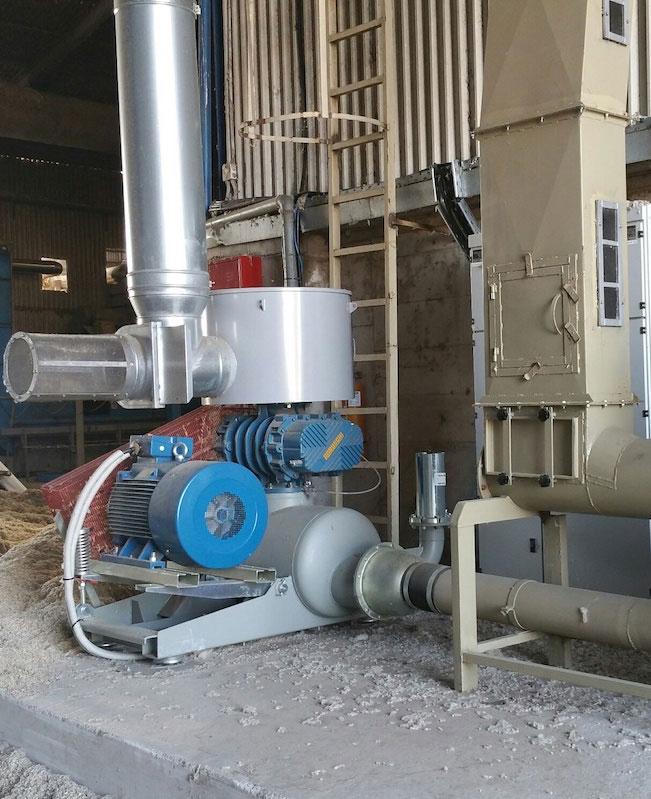 Βιομηχανικός φυσητήρας αερομεταφοράς βαμβακόσπορου σε εκκοκιστήριο βάμβακος